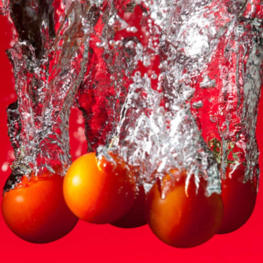 Strobist foto tomaten in water