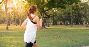 Je gezondheid verbeteren door een cursus over bewegen of meditatie